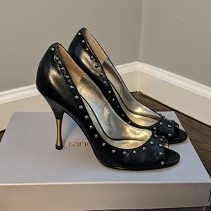 Guess by Marciano Legally pump